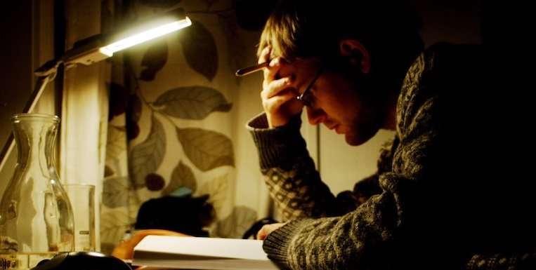 Meglio non studiare prima di dormire, ma c'è altro che puoi fare